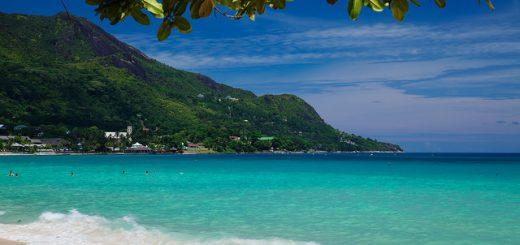 Plage de sable fin aux Seychelles